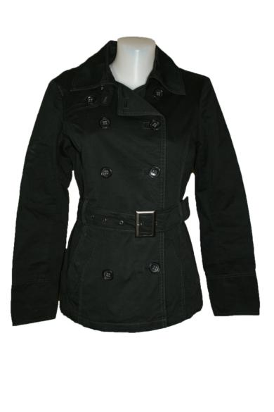 ESPRIT női rövid fazonú kabát, kellemes ébenfekete színvilággal, vékonyan bélelt, végig gombos, dereka övvel megköthető, (UK8) S méretbenÁllapota: újszerű Váll: 38 cmMell:45 cmHossz: 66 cmUjjhossz: 60 cm