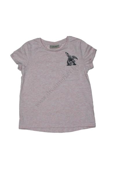 NEXT kislány kerek nyakú rövid ujjú póló, halvány rózsaszín színben, 110/116 4-6 éves méretben Állapota: újszerű Váll szélesség: 25 cm Mell szélesség: 31 cm Hossz: 42 cm