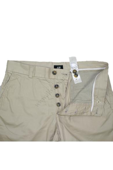 Eredeti H&M női rövid nadrág, kellemes krém színben, 100% pamut anyagösszetételű, cipzáras, M méretben Állapota: újszerű Mért adatok: Derékbőség: 40 cm Csípőbőség: 47 cm Derék-ülep:25 cm Hossz: 48 cm Szárszélesség: 24 cm