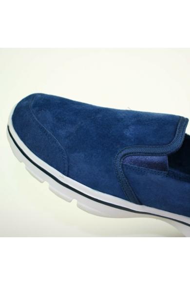 Eredeti SKECHERS GOGA PLUS+ női bőr (velúr) sportos cipő, kellemes sötétkék színben, extra puha talpbéléssel, mindkét oldala gumis, uk6.5 40.5 méretbenÁllapota: újszerűBelső talphossz: 26.5 cmSarokmagasság: 3.5 cm