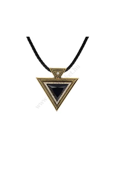 ELON ónszürke női ékköves nyaklánc hosszú, nagy medáldíszes nyaklánc a mindennapokra vagy alkalmakra. A medál 2,8 x 2,8 centiméteres négyzet alakú ébenfekete kristály, amelyhez kapcsolódik kettő kisebb kör alakú medalion. A végén láncos bojt található. Ho