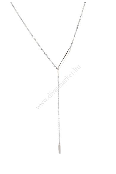 EVERETT ezüst női nyaklánc érzékiség, finomság, csábítás - ezek a jellemzői ennek a bámulatos ezüst nyakláncnak. 925-ös ezüstből készült, egy hosszabb és egy rövidebb ezüst téglalapocska díszíti. Hossza: 41 cm (+ 10,5 cm) Színe: ezüst Anyaga: 925 ezüst
