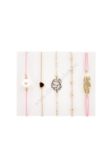 OCEANSIDE LOTUS VIRÁG női karkötő a szett tartalma öt darab karkötő, figyelmet felkeltő díszítő elemekkel, melyekkel a strandok királynője lehetsz. Három darab aranyszínű és két darab pink zsinóros karlánc, melyeken nagyon divatos lótusz virág, szív, toll