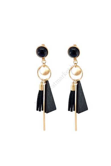 LYON női bohém fülbevaló abszolút a geometrikus formavilágot képviseli ez a fülbevaló fekete és arany színe kitűnő választás akár hétköznapi viseletre is, stekker zárral berakható fülbevaló. Hossza: 10 cm Színe: fekete, arany Anyaga: fa, ötvözet, műgyanta