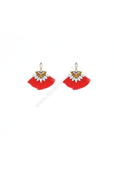 SIVAS női bohém fülbevaló különleges legyező formájú, ékkövekkel díszített stekker zárral berakható bojtos fülbevaló. Hossza: 5 cm Színe: piros, arany Anyaga: ötvözet, fonal, cirkónia kristály