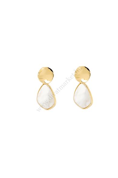 IZMIR női geometrikus fülbevaló csepp alakú arany és jázminfehér fülbevaló. A nyári esküvők kedvelt kiegészítője, mellyel tökéletes megjelenést kölcsönözhetünk magunknak. Hossza: 4 cm Színe: arany, jázminfehér Anyaga: ötvözet, műgyanta