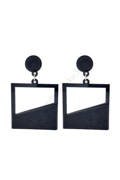RIGA női geometrikus fülbevaló abszolút a geometrikus formavilágot képviseli ez a négyzet alakú fa fülbevaló Fekete színe mindig alkalmas ugyanúgy, mint az a bizonyos kicsi fekete koktélruha. Hossza: 6.5 cm Színe: fekete Anyaga: ötvözet, fa