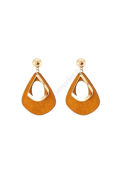 KÖLN női geometrikus fülbevaló geometrikus vízcsepp alakú, stekker zárral berakható fülbevaló. Az esőerdő fatörzseinek színét idéző fa alapanyagú fülbevaló. Hossza: 5.5 cm Színe: arany, szilfabarna Anyaga: ötvözet, fa