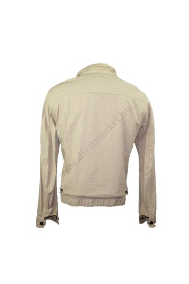 Eredeti GAS BASIC férfi átmeneti kabát/dzseki, kellemes drapp színben, vékonyan bélelt, ujjai vége patentos, végig cipzáras, L méretben, állapota: újszerű, mért adatok: váll szélesség: 48 cm mellszélesség: 56 cm hossz: 67 cm ujjhossz: 66 cm