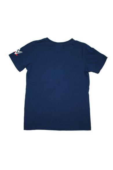 Eredeti WRESTLEMANIA PANKRÁCIÓS fiú rövid ujjú póló, 5-6 éves 110-116 cm méretben, állapota: újszerű, mért adatok: váll szélesség: 29 cm mellszélesség: 33 cm hossz: 44 cm ujjhossz: 13 cm
