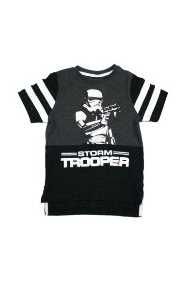 Eredeti STAR WARS fiú rövid ujjú póló, 3-4 éves 98-104 cm méretben, állapota: újszerű, mért adatok: váll szélesség: 24 cm mellszélesség: 31 cm hossz:40-45 cm ujjhossz: 14 cm