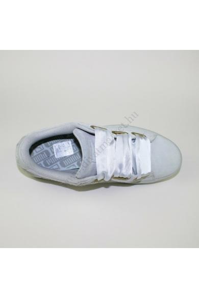 Eredeti PUMA SUEDE női bőr(velúr) sportcipő, kellemes krém színben, ART 36271402 modell, selyem szalag fűzővel, a cipő oldal része gyöngyházfényű csillogással díszített, uk5 38 méretben Állapota: új és címke nélküli Belső talphossz: 24 cm Sarokmagasság: 2
