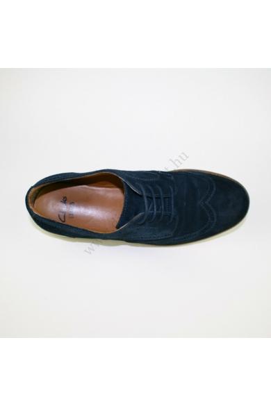 Eredeti CLARKS férfi bőr(velúr) cipő, kellemes sötétkék színben, kívül-belül bőr anyagú,extra puha talpbéléssel, kényelmes viseletet biztosít, uk8.5G 43 méretben Állapota: újszerű Belső talphossz: 26 cm Sarokmagasság: 2 cm
