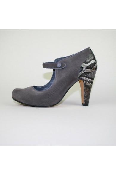 Eredeti CLARKS női bőr (velúr) magassarkú cipő, kellemes szürke színben, különleges kialakítású, pántja tépőzáras és gumis, extra puha talpbéléssel, kényelmes viseletet biztosít, uk5D 38.5 méretben Állapota: újszerű Belső talphossz: 24.5 cm Sarokmagasság: