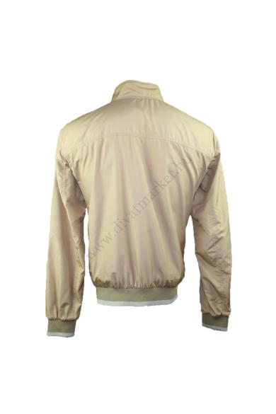 GEOX férfi átmeneti kabát/dzseki, kellemes krém színben, vékonyan bélelt,dereka és ujjai vége gumis passzéban végződnek, L méretben, állapota: újszerű, mért adatok: váll szélesség: 50 cm mellszélesség: 59 cm hossz: 71 cm ujjhossz: 70 cm
