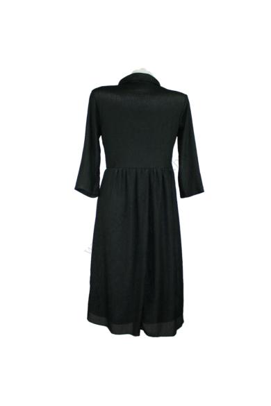 Eredeti BOOHOO női ruha, kellemes fekete színben, háromnegyedes ujjú, mellrésze gombos, alsószoknyás, oldala rejtett cipzáras, 100 % poliester anyagösszetételű,kényelmes viseletet biztosít, beleírt méret:uk8, S méretben, állapota: újszerű, mért adatok: vá