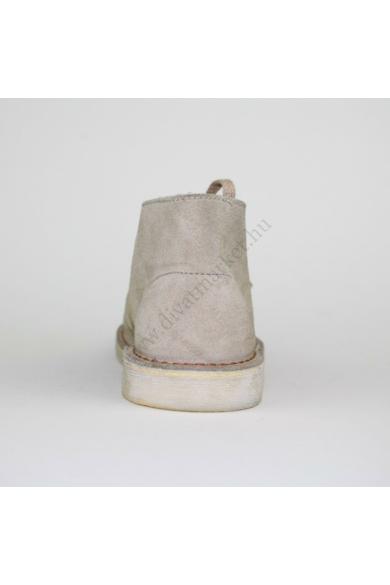 Eredeti CLARKS ORIGINALS gyerek bőr (velúr) magasszárú cipő, kellemes drapp színben, kívül-belül bőr anyagú, extra puha talpbélése kényelmes viseletet biztosít, uk10.5 29 méretben Állapota: új és címke nélküli Belső talphossz: 18 cm Sarokmagasság: 2 cm
