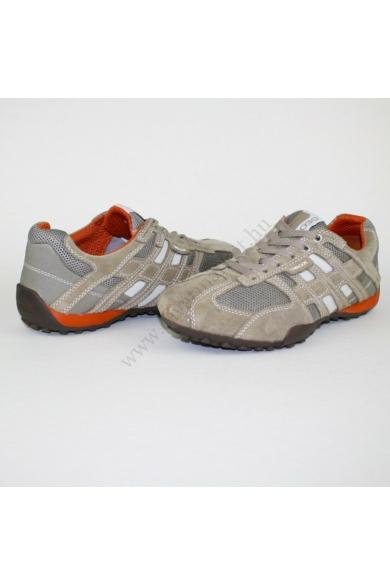 Eredeti GEOX RESPIRA férfi bőr (velúr) sportos cipő, kellemes drapp színben, extra puha kivehető talpbélése kényelmes viseletet biztosít, uk6 40 méretben Állapota: újszerű Belső talphossz: 25.5 cm Sarokmagasság: 2.5 cm