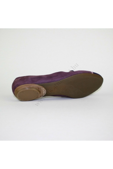 CLARKS ACTIVE AIR női bőr (velúr) kényelmi cipő, kellemes padlizsán színben, extra puha kivehető talpbélése rendkívül kényelmes viseletet biztosít, lábfej része csatos, uk5D 38.5 méretben Állapota: újszerű Belső talphossz: 24.5 cm Sarokmagasság: 1.5 cm