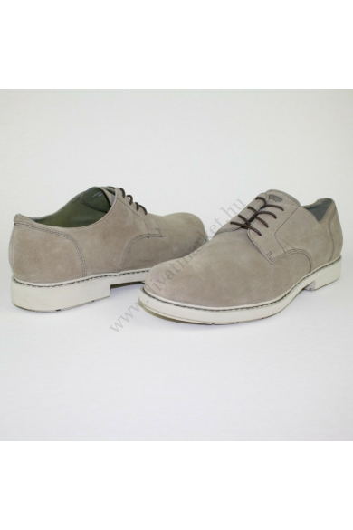 CAMPER férfi bőr (velúr) cipő, kellemes drapp színben, rendkívül kényelmes viseletet biztosít, uk10 45 méretben Állapota: új és címke nélküli Belső talphossz: 29.5 cm Sarokmagasság: 3.5 cm