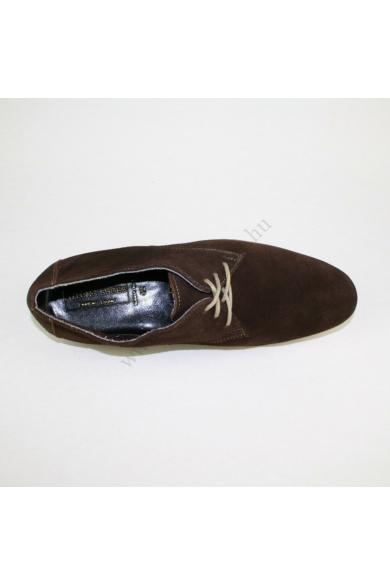 B.LONG SHOES férfi bőr (velúr) cipő, kellemes barna színben, kívül-belül bőr anyagú, puha talpbélése rendkívül kényelmes viseletet biztosít, uk7.5 42 méretben Állapota: újszerű Belső talphossz: 27 cm Sarokmagasság: 1.5 cm