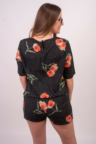 SISTERS POINT női rövidnadrág, kellemes fekete virágos színvilággal, GIMPO-SHO6 modell