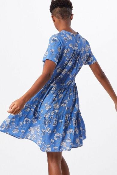 SISTERS POINT női ruha, kellemes krém, kék színvilággal, ENNI-DR modell