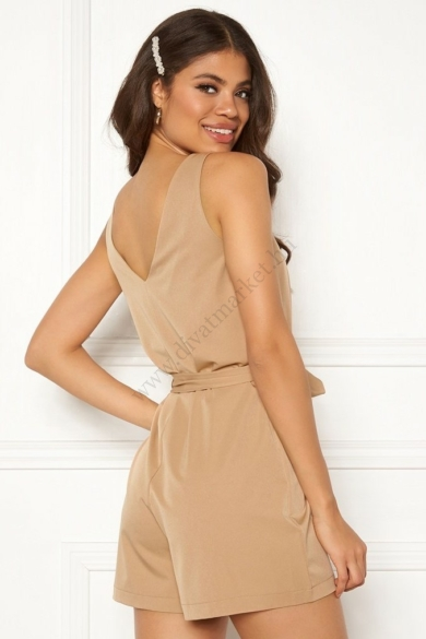 SISTERS POINT női rövid overáll, kellemes teve színvilággal, ERUB-PL modell,